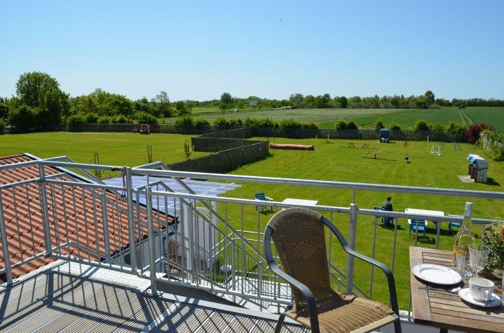 Blick vom S/W-Balkon über die Felder Richtung Ostsee