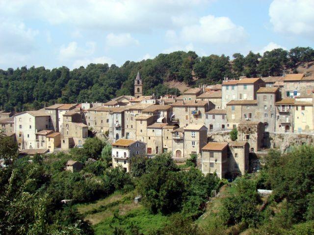 Dorf Piansano mit ca. 2000 Einwohnern