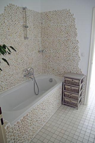 Badezimmer 1 mit Badewanne/Dusche