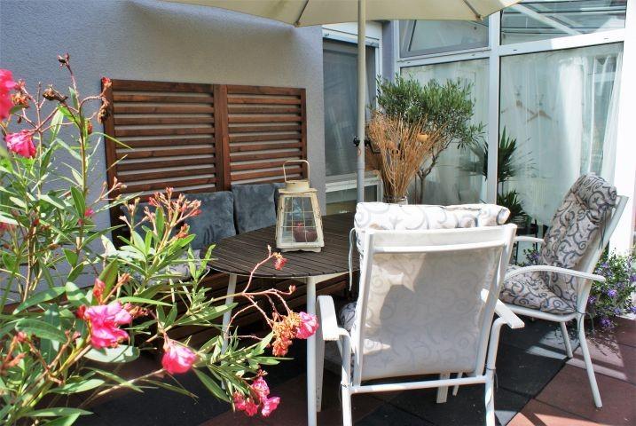 Entspannen Sie auf der gemütlichen Terrasse