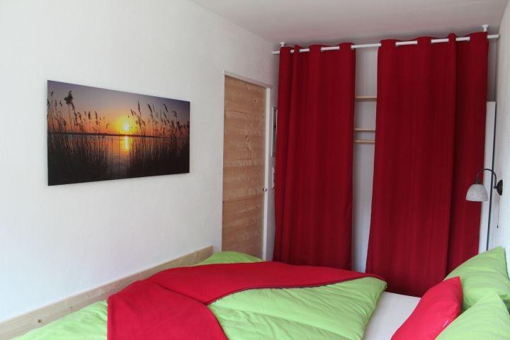 Das Schlafzimmer mit zwei Türen ist ein besonderer Blickfang