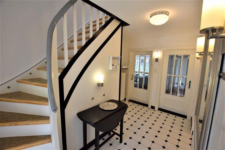 Eingangsbereich mit Treppe zum Obergeschoss