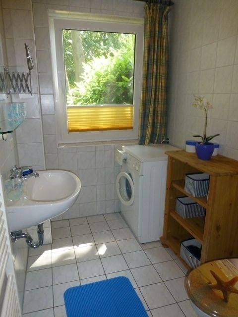 Duschbad mit Waschmaschine Parterre