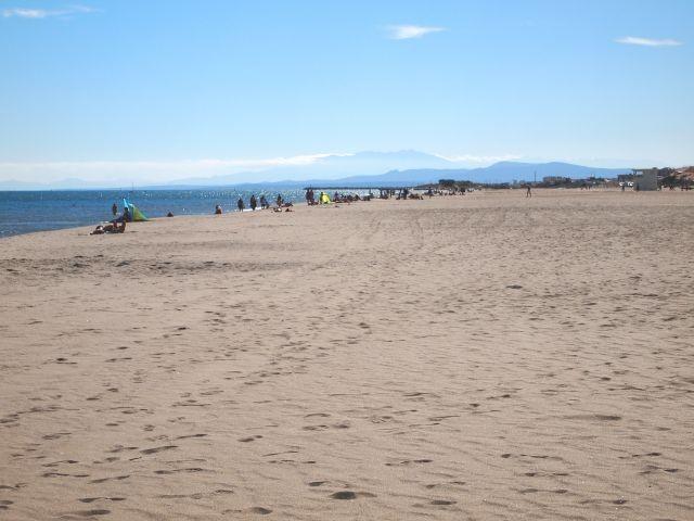 langer breiter Sandstrand