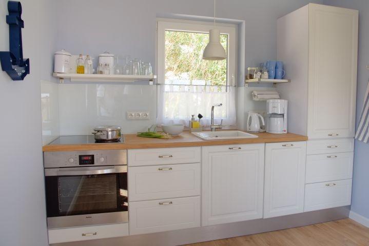 Rundum ausgestattete Küche