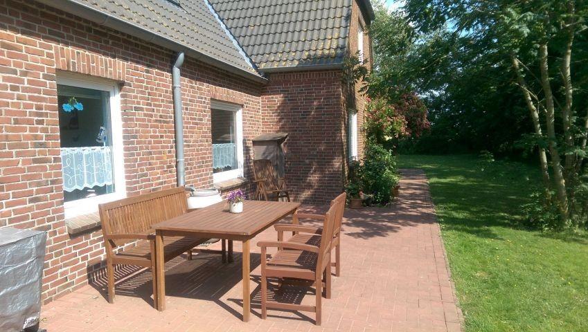 Sitzecke mit Grill,direkt vor dem Küchenfenster