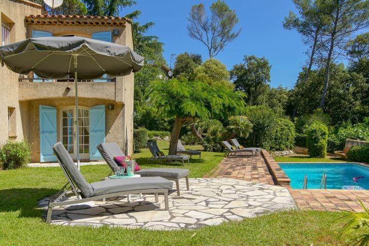 Ferienhaus mit Pool beim Golfplatz in Saint-Raphael an der Cote dAzur