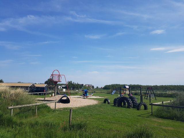 Ein Spielplatz ist in 100 Metern Entfernung