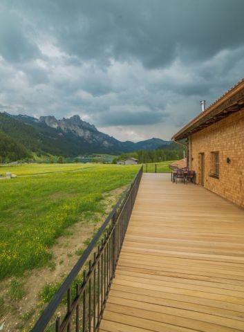 150qm großer Balkon mit Berg- und Seeblick