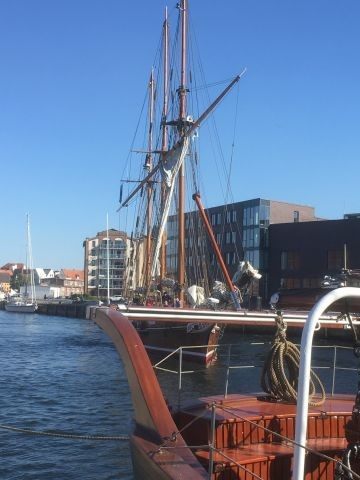 Segler im Hafen