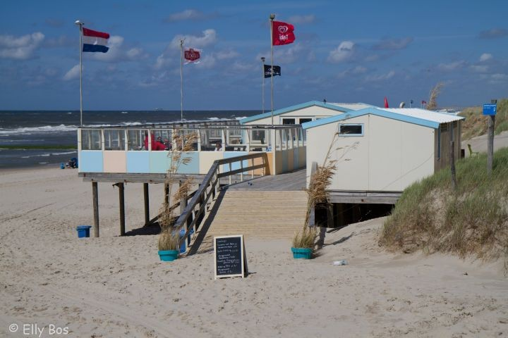 Strandpaviljoen nür 150 meter vom Haus.