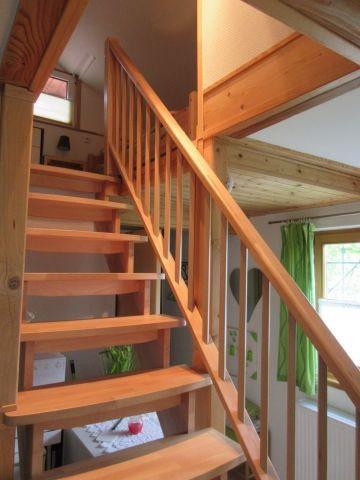 Treppe zum Schlafbereich mit 2 Einzelbetten