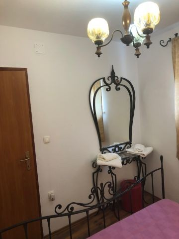 Spiegel in Schlafzimmer 1