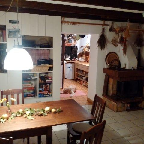 Kamin- Esszimmer mit Blick in die Küche