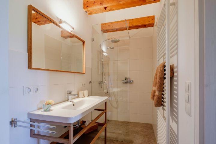Bad en Suite zum kleinen Schlafzimmer