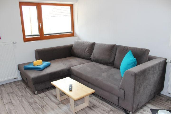 Das Sofa lässt sich kinderleicht zu einem Bett ausziehen