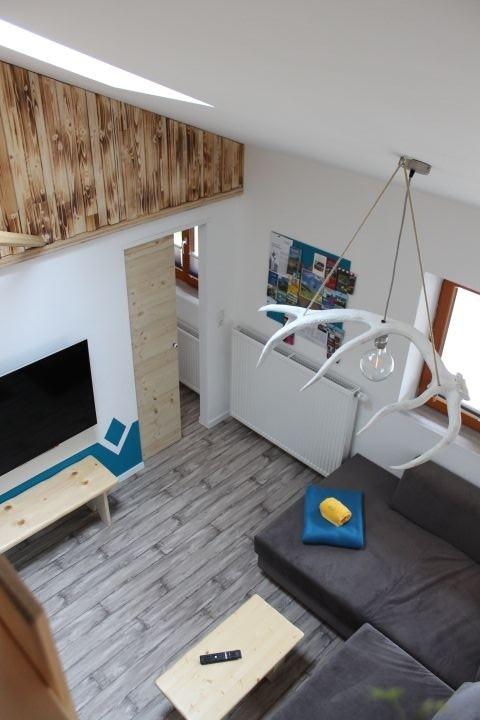 Blick von der Galerie auf das Wohnzimmer