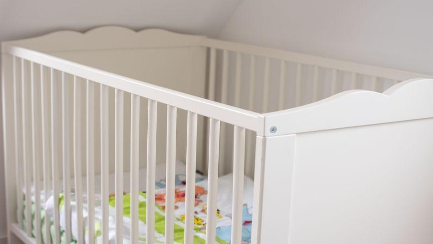 Babybett im Familienschlafzimmer