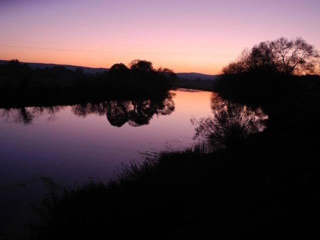 Sonnenuntergänge am Fluss