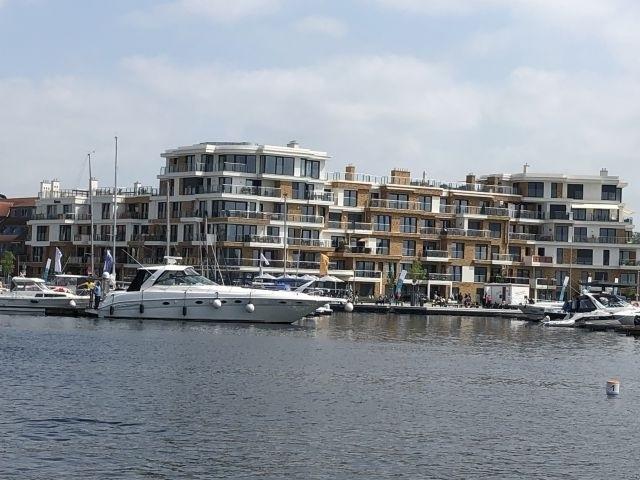 Das Ferienapartment Müritz-Brise befindet sich im 1. OG der Hafenresidenz