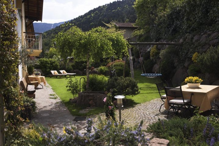 der Garten mit Liegewiese