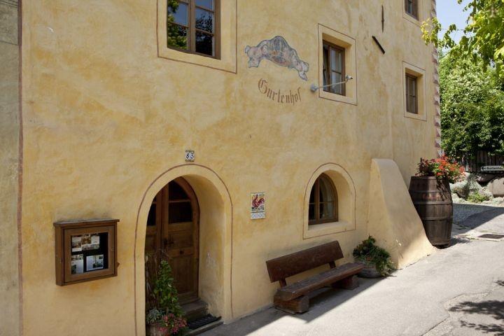 die Fassade des Ansitz Gurtenhofs