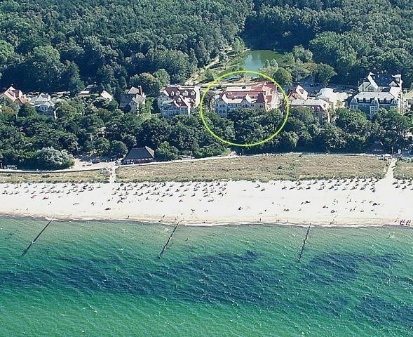 Luftbild vom Dünenschloss (Kreis): direkt am Strand und zudem am Stadtwald