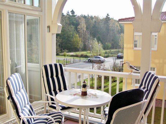 Grozügiger und sonniger Süd-Balkon Ihrer Ferienwohnung mit gemütlichen Balkonmöbeln...