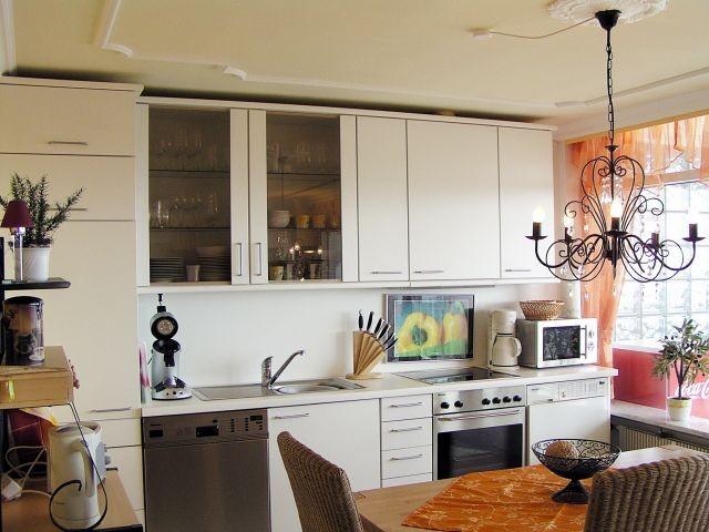 Hochwertige und komplett ausgestattete Küche (Geschirrspüler, Waschmaschine, etc.)