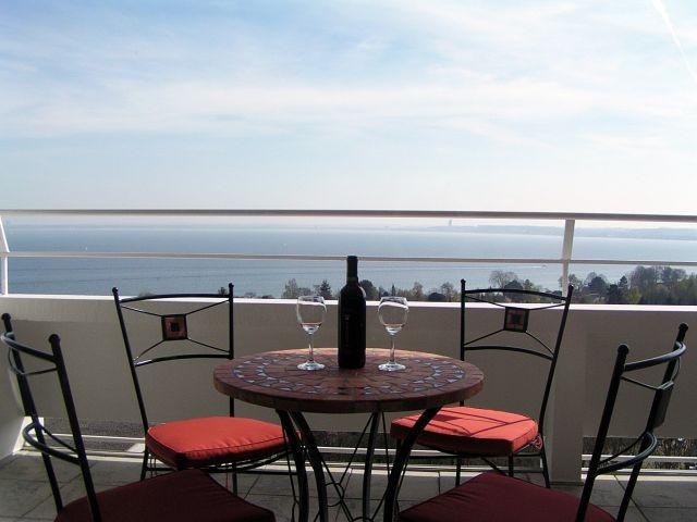 Gemütliche Sitzgruppe auf unserer großen und sonnigen Süd-Terrasse