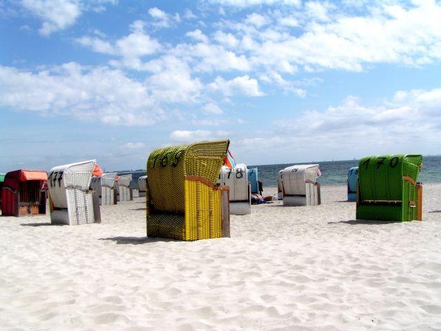 Sandstrand und Meer soweit das Auge reicht (Strandkorb für Sie inklusive). Der Sierksdorfer Hauptstrand mit Strandpromenade