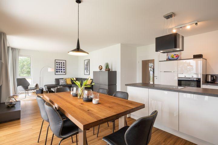 top ausgestattete Küche und Esszimmer