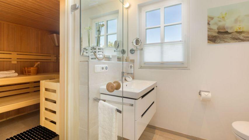 2. Bad im OG mit Sauna und Dusche