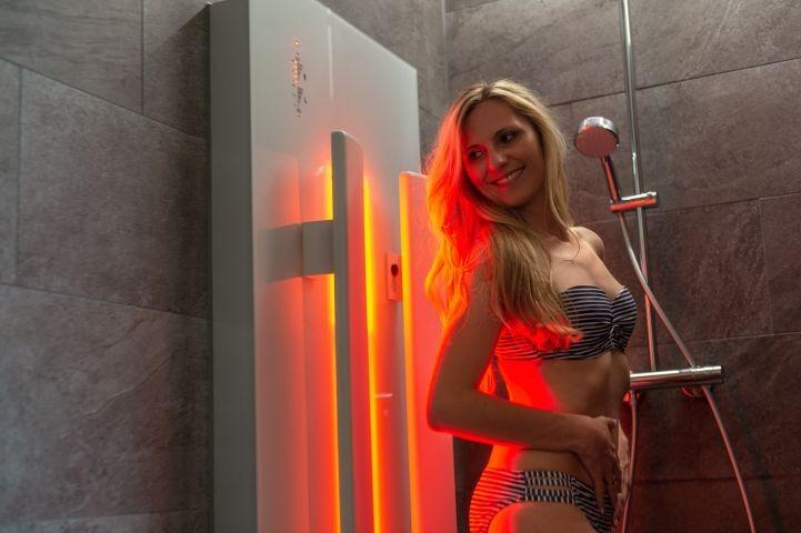 Infraort-Dusche in der Suite mit Whirlpool