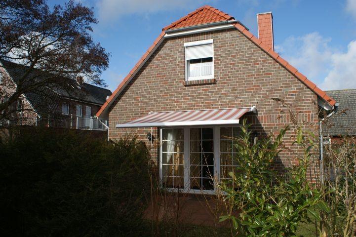 Blick auf die Terrasse mit Markise