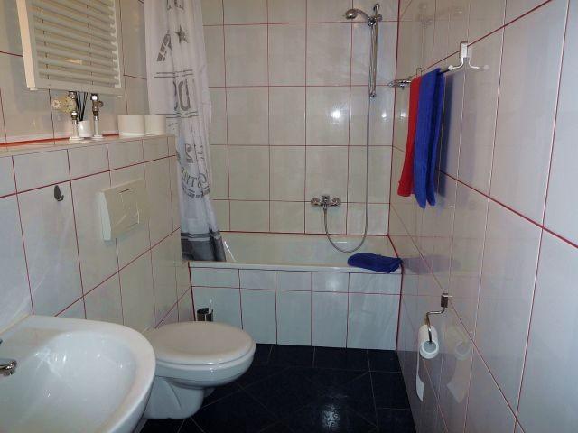2.Blick in das Bad