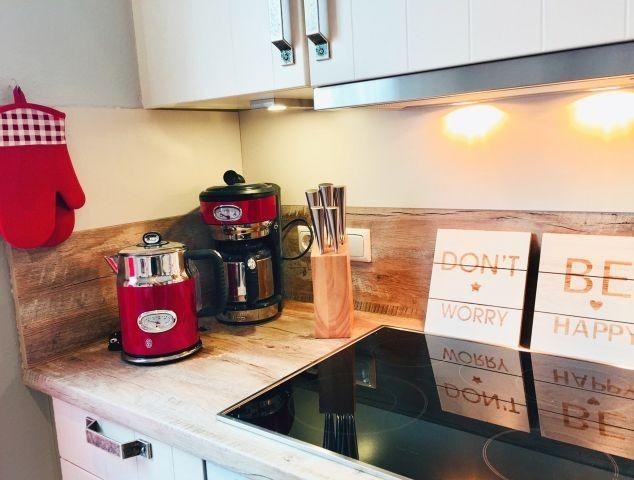Moderne technische Geräte stehen zum Kochen zur Verfügung