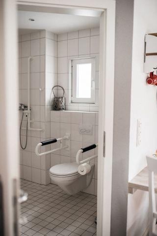 WC mit Haltegriffen