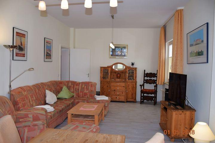 Blick vom Essplatz in den Wohnraum