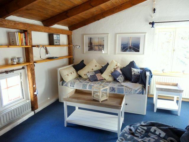 Das maritime Sofabett kann auch zu einem Doppelbett umfunktioniert werden