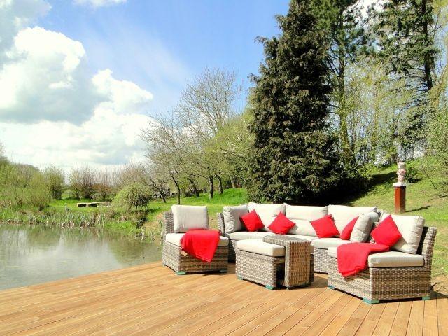 Der große Garten mit vielen lauschigen Sitzecken zur Mitbenutzung
