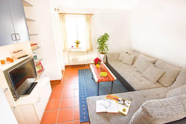 Unsere Fewo Küstenschwalbe (B49) - das Wohnzimmer.