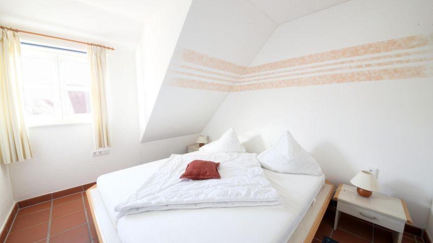 Unsere Fewo Küstenschwalbe (B49) - das erste Schlafzimmer.