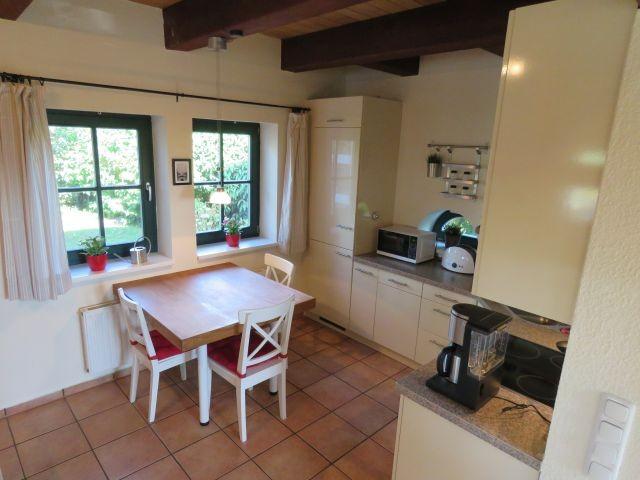 Küchen mit Bistrotisch