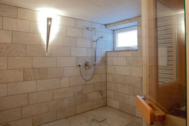 Extra Dusche im Saunabereich