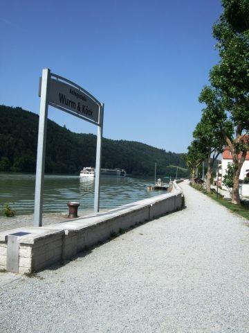 Schiffsanslegestelle für Ausflüge nach Passau oder Richtung Linz in Obernzell an der Donau