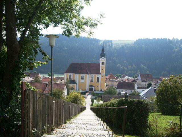 Blick auf die Kirche von Obernzell