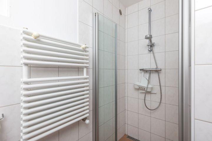 Badezimmer 2 mit Dusche und Toilette