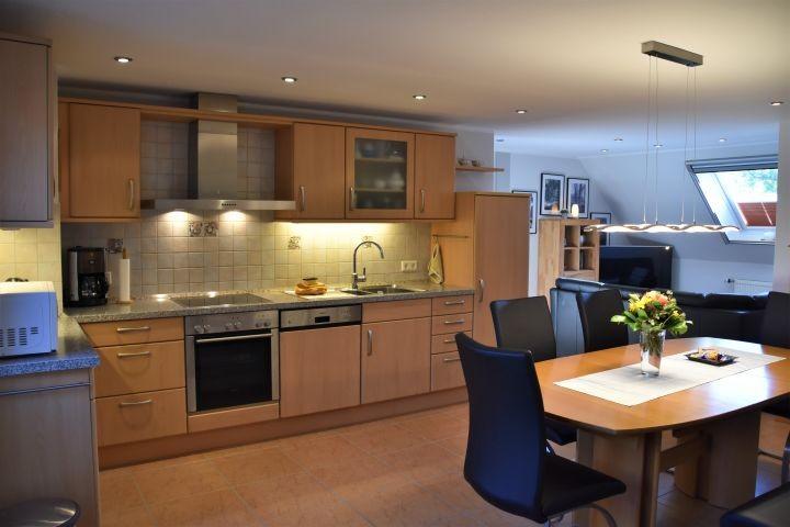 Hochwertige Einbauküche - die komplette Ausstattung lädt zum Kochen ein