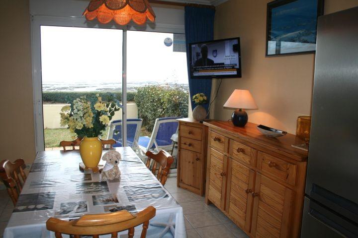 das Wohnzimmer mit Blick aufs Meer